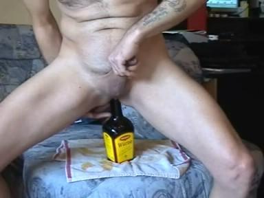 Sexy Spiel Von Spin-the-Flasche Im Garten Porno-Bilder